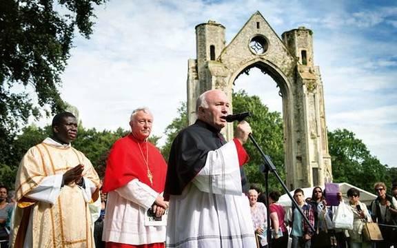 Monseñor John Armitage es el actual rector del santuario de Nuestra Señora de Walsingham, tradicional centro de peregrinación católica en Inglaterra.