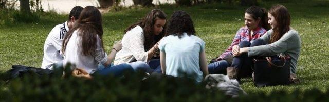 La religión no interesa casi nada a los jóvenes españoles, que cada vez se asocian a menos entidades
