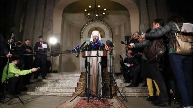 Hilarion, número dos del Patriarcado de Moscú, anunciando la ruptura de relaciones con Constantinopla