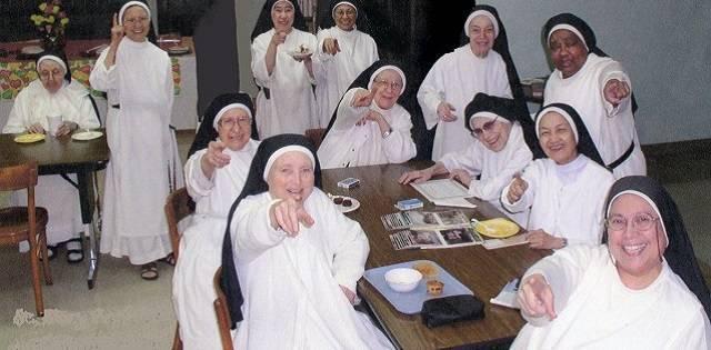 Las dominicas rezan el Rosario por la conversión de Hollywood y de todo el mundo