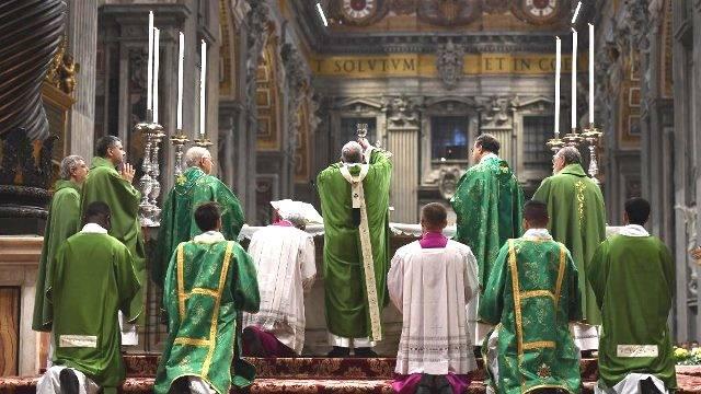 En la misa final del Sínodo de los jóvenes el Papa ha pedido llevar a Cristo, y no los propios planes o programas