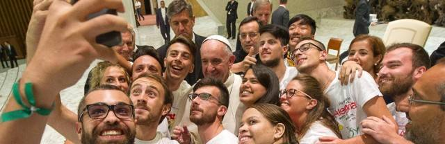 La Iglesia convocó el Sínodo de los Jóvenes para establecer criterios de acción para acompañarlos mejor