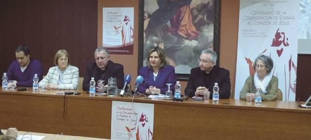 En el acto participaron el obispo García Beltrán y el auxiliar Ricó Pavés, la periodista Cristina López-Schlichting, y tres laicos que ofrecieron sus testimonios