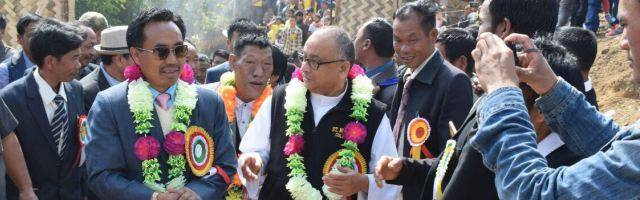 El obispo de Miao con el ministro de Educación inauguran una escuela - la diócesis ha abierto 40 en 30 años