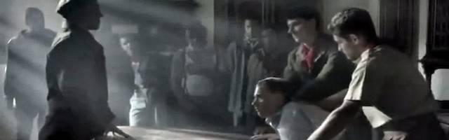 Una escena de «El secreto de Italia», de Antonello Belluco, la película de 2015 que reflejó por primera vez en la gran pantalla los crímenes comunistas en la Italia de postguerra. La escena recoge los momentos  previos al asesinato de un sacerdote que reprocha a los partisanos sus crímenes.