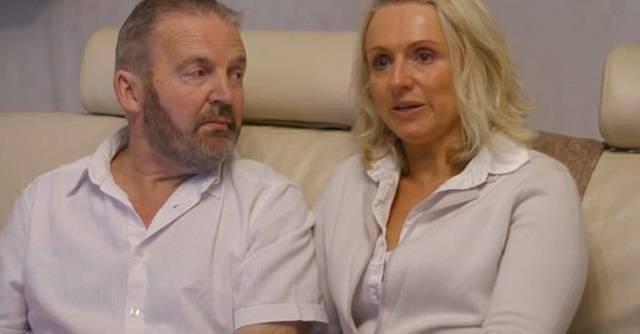 Simon decidió quitarse la vida en una clínica suiza hace dos años. Su mujer le acompañó, y ahora ella se arrepiente enormemente.