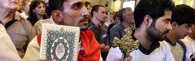 Miles de católicos caldeos se resisten a abandonar su tierra. Ellos son históricamente los primeros pobladores de lo que hoy es Irak.