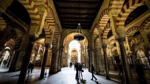 La mezquita-catedral de Córdoba pertenece a la Iglesia desde tiempos inmemoriales, grupos laicistas hacen demagogia sin base jurídica al respecto