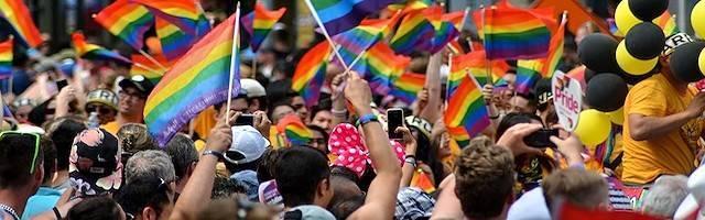 A pesar del carácter masivo de algunas de las concentraciones que convoca, el verdadero poder del lobby LGBT no está en la calle, sino en los despachos.