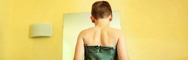 Según parece probado, porque su padre tiene prohibido por el juez sugerirle nada, James se viste espontáneamente de chico y se comporta como tal.  (Foto de recurso, ajena al caso.)