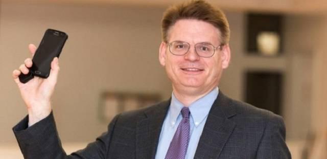 El doctor Peter Kleponis es psicólogo y psicoterapeuta con más de veinte años de experiencia en adicciones.