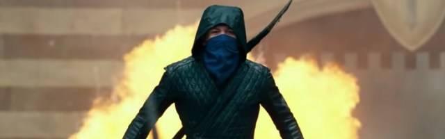 Robin Hood, vestido de ninja acolchado, en esta película es un antisistema amargado y descreído.