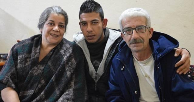 La familia tuvo que abandonar hace cinco años su ciudad huyendo de los bombardeos