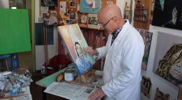 Marcello pinta sellos para el Vaticano y obras que hablan de su fe y esperanza, desde la cárcel, con cadena perpetua