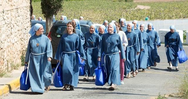 Las religiosas reciben peregrinos en Godella desde el pasado 15 de diciembre