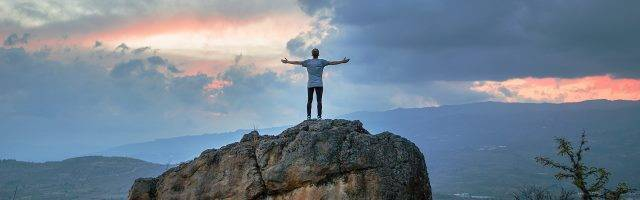 El camino hacia la libertad y la castidad es como una escalada, pero con amistad, fraternidad, oración y la cercanía de Dios