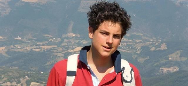 Carlo Acutis nació en 1991 y murió en 2006 debido a una leucemia, pero en sus 15 años de vida y sobre todo después de muerto no ha parado de hacer el bien