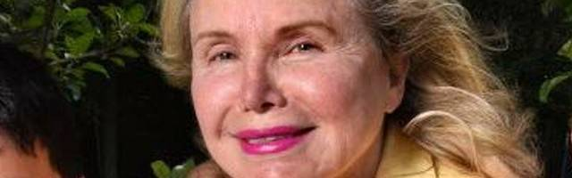Frieda Birnbaum se hizo célebre cuando dio a luz gemelos en 2007 a los 60 años de edad tras someterse a un tratamiento de fecundación in vitro.