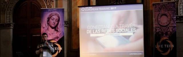 Jordi Massegú, el coordinador e impulsor de LifeTeen en España, en una ponencia sobre redes sociales y adolescentes