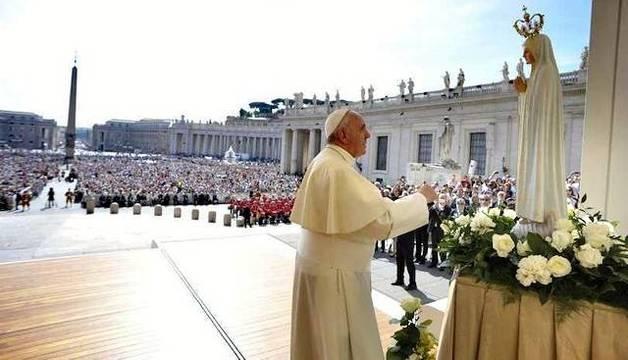 El Papa deja constantes muestras de su amor a la Virgen, también para mostrar el camino de los cristianos.