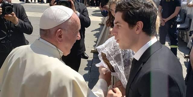 David y María fueron a ver al Papa y Francisco les impartió una bendición especial / Facebook David Henrie