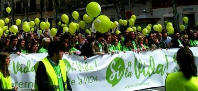 Cabecera de la Marcha Sí a la Vida en 2018 - se celebra cada año en Madrid al acercarse el 25 de marzo, Día de la Vida. En 2019 es este domingo 24 a las doce