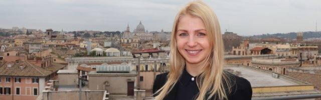 Reena Tolmik en Roma, donde estudia Comunicación Institucional para servir a la Iglesia en Estonia... hace 5 años que es católica
