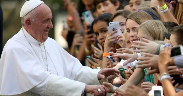 El Papa firmó la exhortación, hecha pública este martes, el pasado 25 de marzo en la Casa de la Virgen de Loreto
