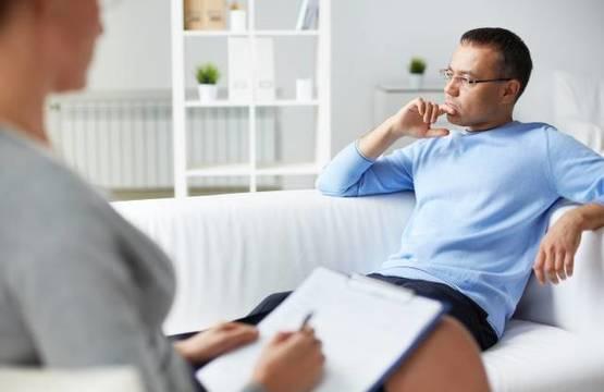 A menudo, la mera posibilidad de hablar en profundidad, con respeto y escucha y confidencialidad, es un gran avance para ayudar a las personas