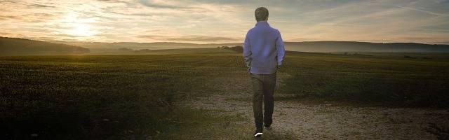 Todo hombre es un caminante, y el cristiano, más aún... pero sabe hacia Quién camina, y si cae, se levanta y sigue en marcha