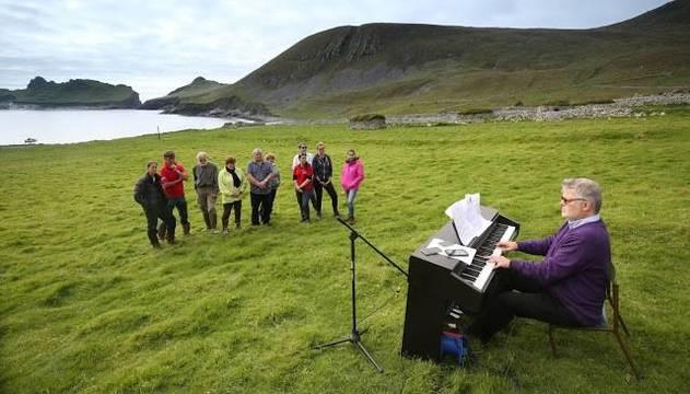 En 2016 James MacMillan tocó el piano en la isla abandonada de St Kilda, con antiguas melodías recuperadas... pero él se dedica más bien a música moderna culta