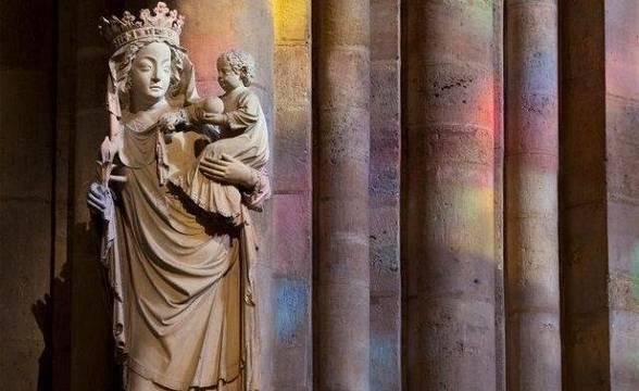 Imagen de la estatua de la Virgen, conocida popularmente como Nuestra Señora de París