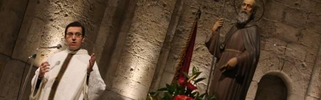 Emili Marlés, físico y párroco del famoso monasterio de Sant Cugat, predica en el día de San Antonio Abad del Desierto