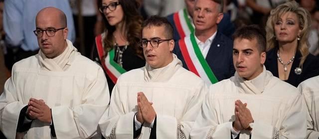 De izquierda a derecha: Roberto (34 años) y los gemelos Ferdinando y Carmine (30 años).