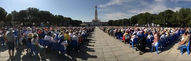 En esta renovación de la consagración de España han participado más de 15.000 personas, agotando así el aforo disponible en el santuario