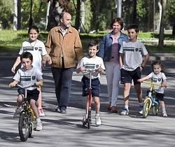 Esta familia burgalesa está formada por los padres y cinco hijos
