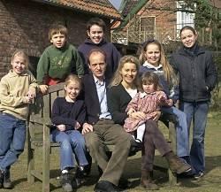 Von der Leyen es madre de siete hijos  y en  Alemania ha sido responsable de tres ministerios: Familia, Trabajo y Defensa