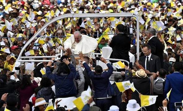 Cientos de miles de personas celebraron este domingo en Antananarivo la presencia del Papa en Madagascar.