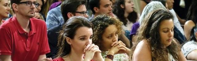 Hay 3,2 millones de católicos veinteañeros que van a misa casi cada semana en EEUU... y, de los que no van, el 25 por ciento reza cada día