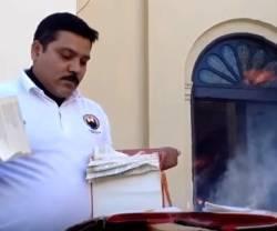 El sacristán de la catedral de Hermosillo, México, convierte en cenizas antiguas biblias y libros litúrgicos