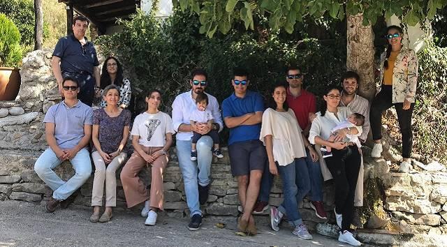 La familia Aranda Valera, encabezada por Enrique y Concha, está formada por siete hijos y ya por los primeros nietos / Diócesis de Córdoba