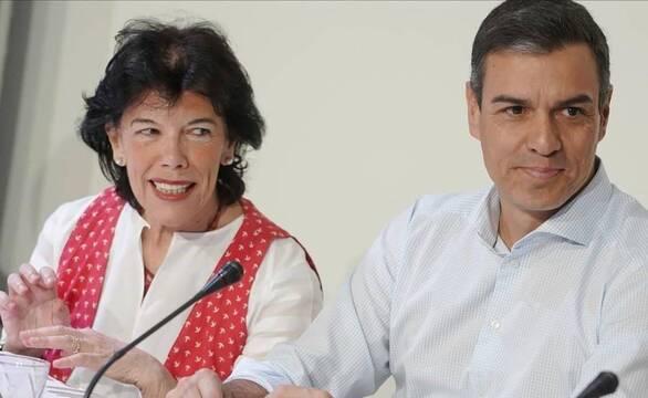 La ministra de Educación, Isabel Celaá, apoyada por el presidente Pedro Sánchez, quiere sacar esta controvertida ley adelante