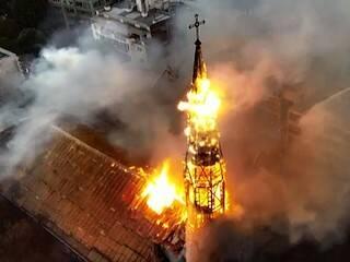 Iglesias quemadas y saqueadas en Chile