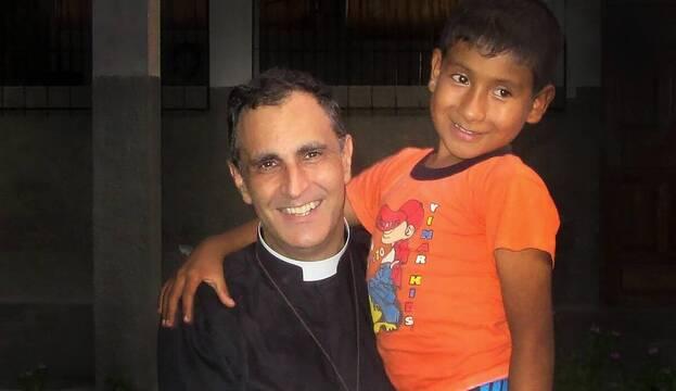 El Páter Doñoro y la Providencia con sus «niños crucificados»: «Llegan ayudas difíciles de explicar»