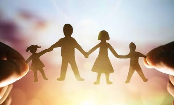 La familia es el objetivo último de la ideología trans