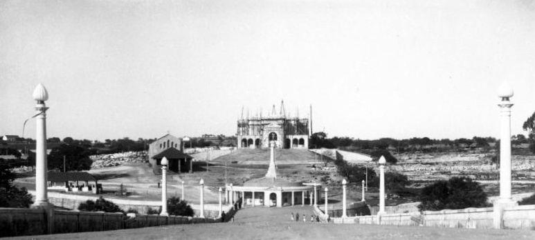 Basílica de Nuestra Señora del Rosario en construcción.