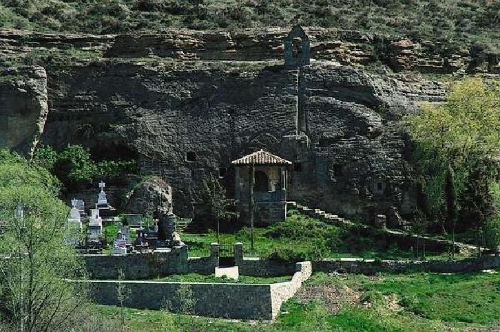 Exterior de la iglesia de los Santos Justo y Pastor.