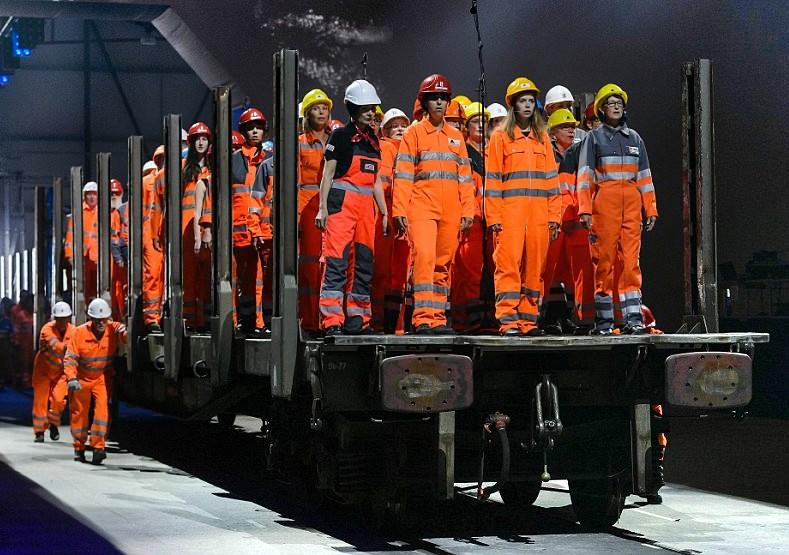 Hubo elementos satánicos en la «performance» de la ceremonia inaugural del túnel de los Alpes? - ReL